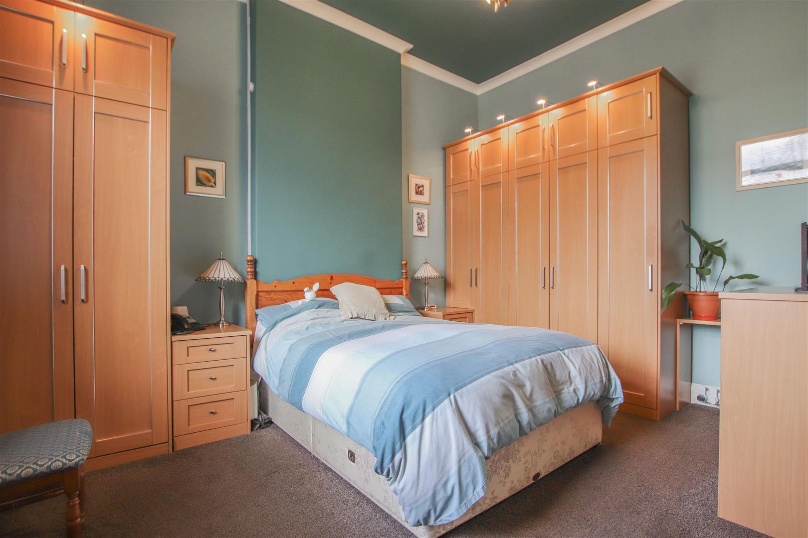3 Bedroom Mid Terrace House For Sale - 27.JPG